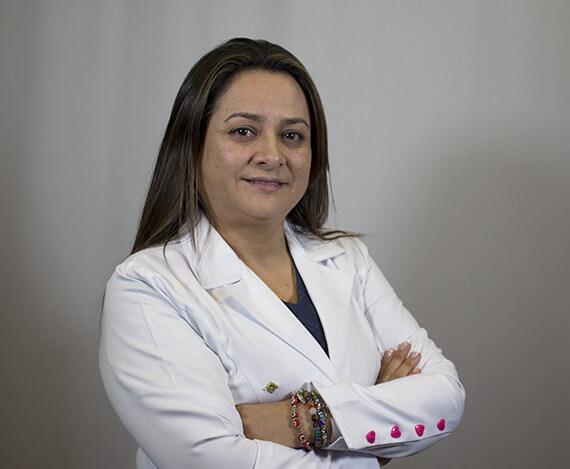 Dra. Ghenna Chamorro Ortodoncia