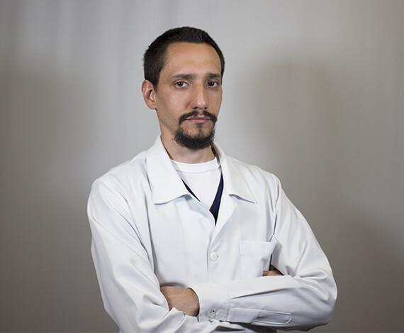 Tec. Gustavo Trevolin Técnico Dental